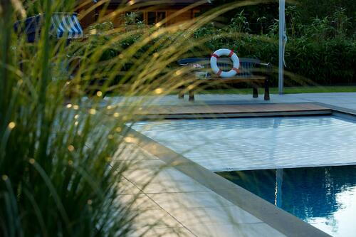 Smart-Home-Poolabdeckung